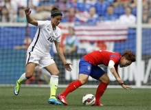 U.S. Women's Soccer Midfielder, Carli Lloyd positioning for the ball