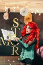 Photo of drag queen Santx Domingx reading a story