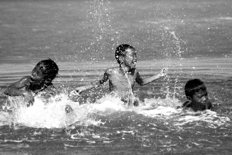 Kids splashing