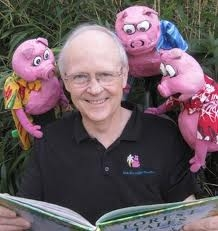 Blue Sky puppeteer and 3 pig puppets
