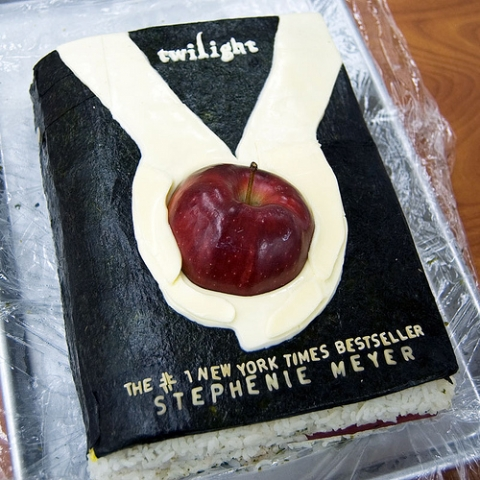 Cake made to look like the book cover of Twilight
